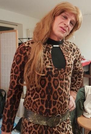 Ich bin eine sexy Transe und suche große Schwänze